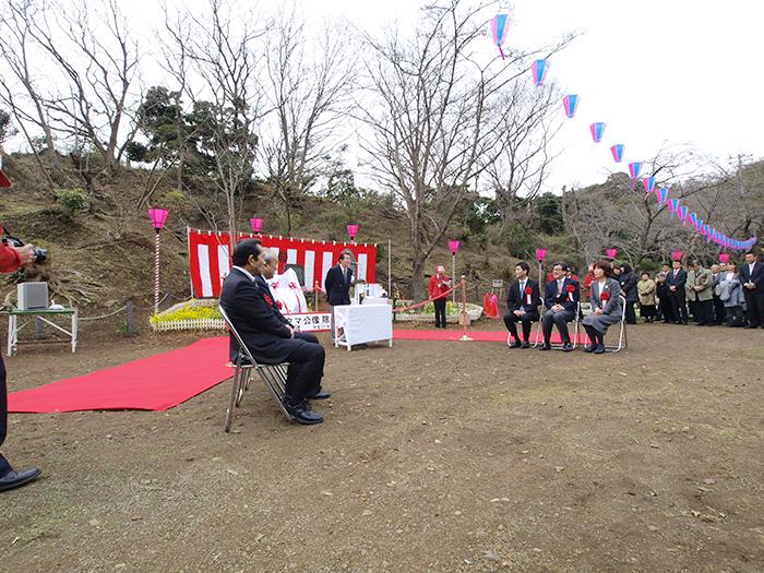 タマ公像除幕の挨拶